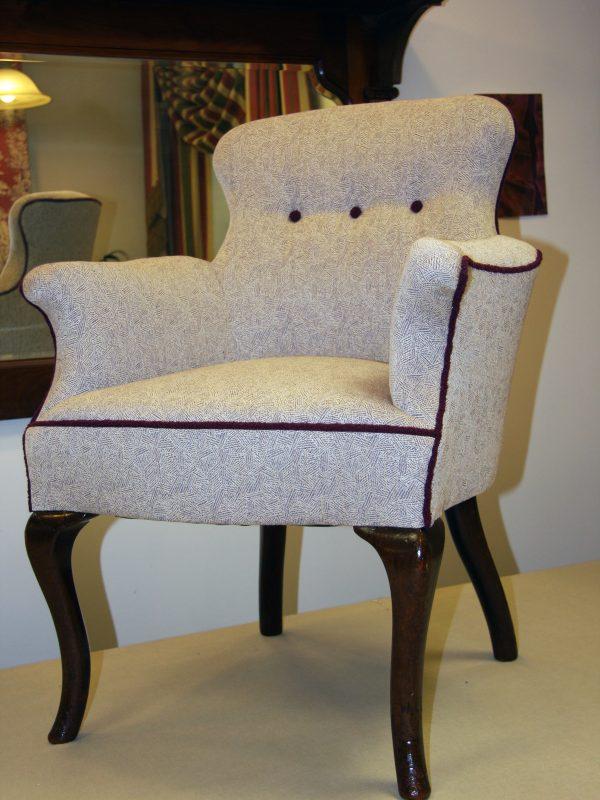 Triple button armchair